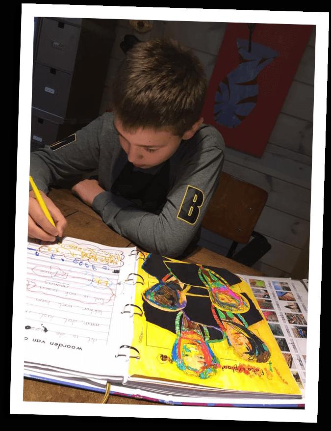 leerling-kleurt-in-agenda