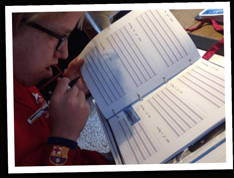 leerling-vult-agenda-zelfstandig-in